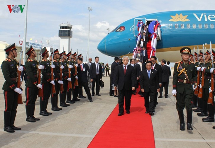 Sekjen KS PKV, Nguyen Phu Trong melakukan kunjungan persahabatan resmi di RDR Laos - ảnh 1