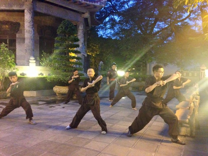 Mengunjungi satu kursus main silat di pagoda Bang A, kota Hanoi - ảnh 6