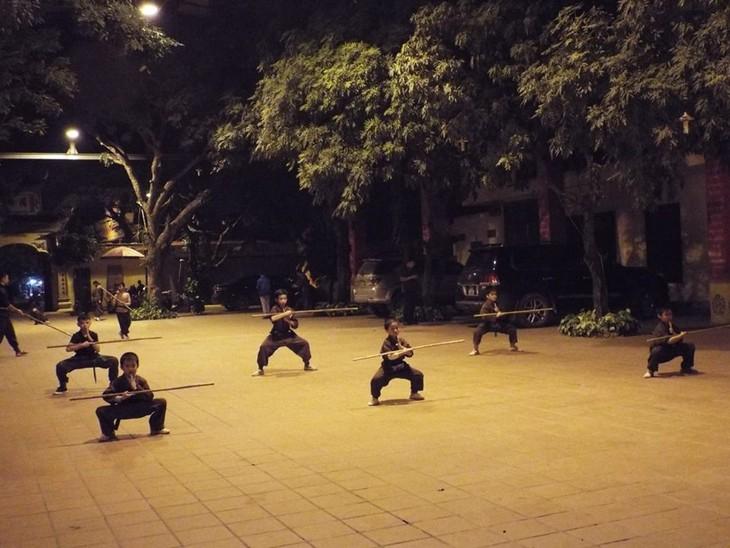 Mengunjungi satu kursus main silat di pagoda Bang A, kota Hanoi - ảnh 9