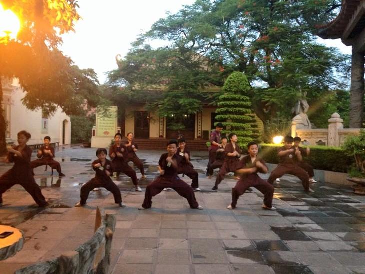 Mengunjungi satu kursus main silat di pagoda Bang A, kota Hanoi - ảnh 5