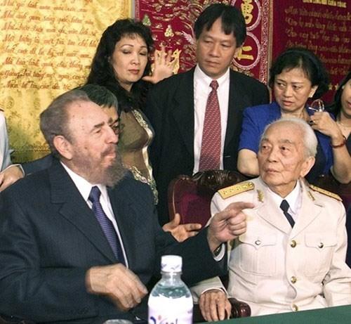 Pemimpin Fidel Castro selalu menganggap Vietnam sebagai seorang saudara yang dekat - ảnh 1