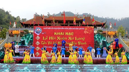 Festival-festival awal musim semi kental dengan identitas budaya bangsa - ảnh 1