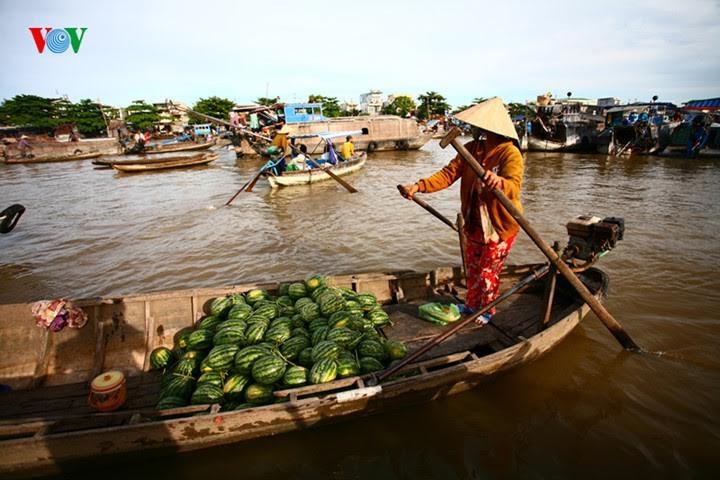 Memprioritaskan penggunaan barang Vietnam demi target perkembangan ekonomi Tanah Air - ảnh 2