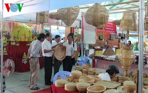 Memprioritaskan penggunaan barang Vietnam demi target perkembangan ekonomi Tanah Air - ảnh 1