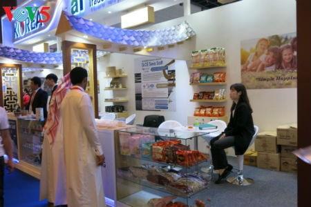 Tiga puluh tiga  badan usaha Vietnam menyosialisasikan pertanian hijau di Pekan Raya Gulfood, Dubai  - ảnh 16