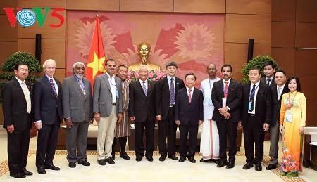 Wakil Ketua MN Vietnam, Uong Chu Luu menerima delegasi Uni Koperasi Internasional - ảnh 1