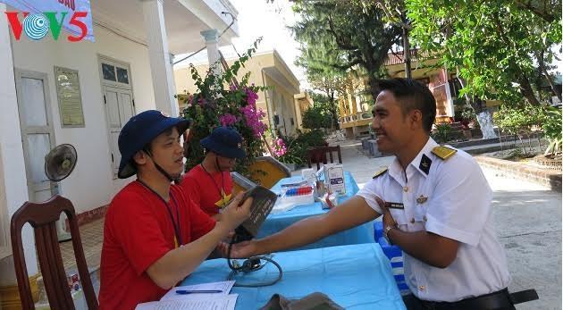 Bank darah segar di kabupaten pulau Truong Sa, provinsi Khanh Hoa, Vietnam Tengah - ảnh 2