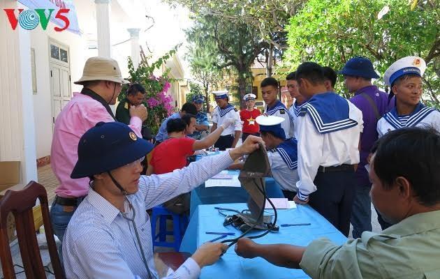 Bank darah segar di kabupaten pulau Truong Sa, provinsi Khanh Hoa, Vietnam Tengah - ảnh 1