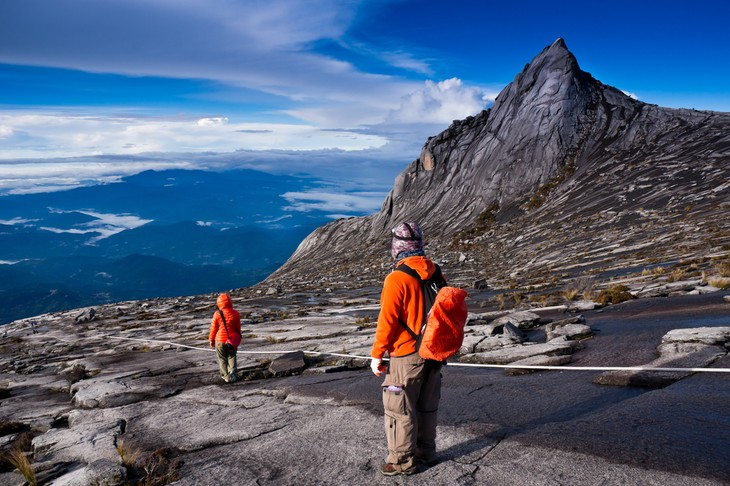 Menaklukkan puncak gunung Kinabalu, Malaysia - ảnh 1
