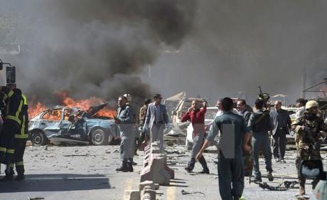 Serangan bom di kawasan diplomatik Kabul menewaskan 90 orang - ảnh 1
