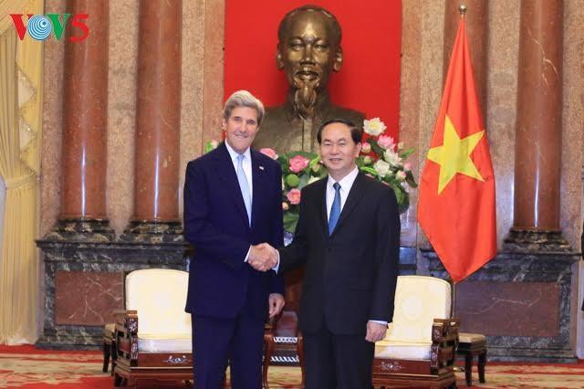 Presiden Vietnam, Tran Dai Quang menerima mantan Menlu AS, John Kerry - ảnh 1