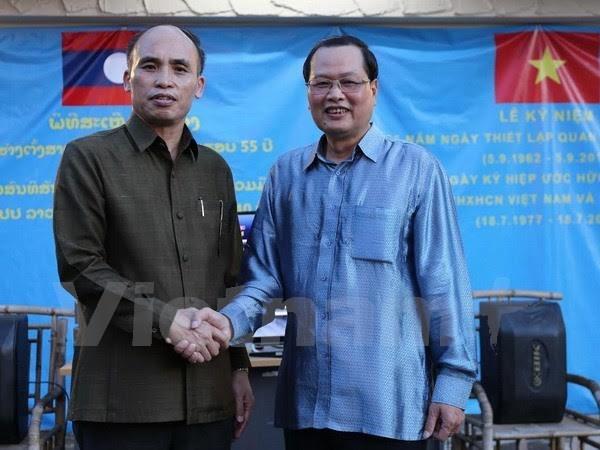 Temu pergaulan antara dua Kedutaan Besar Vietnam dan Laos di Singapura - ảnh 1