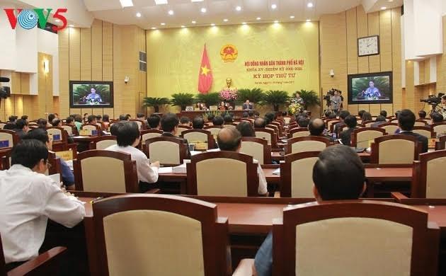 Pembukaan persidangan ke-4 Dewan Rakyat kota Hanoi angkatan XV - ảnh 1