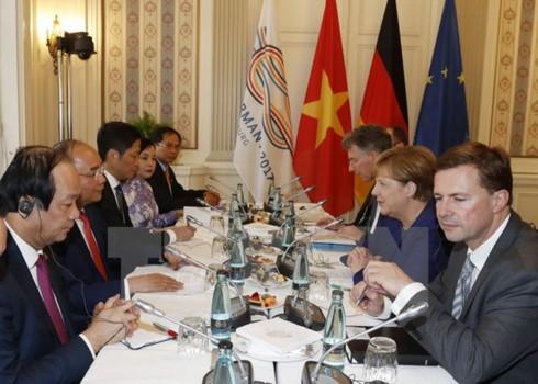 PM Vietnam, Nguyen Xuan Phuc melakukan pembicaraan dengan Kanselir Jerman, Angela Merkel - ảnh 1