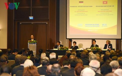 PM Vietnam, Nguyen Xuan Phuc: Akan ada gelombang investasi baru dari Jerman di Vietnam - ảnh 1