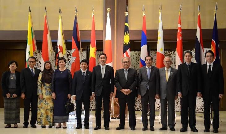 Jepang terus mendorong hubungan di banyak segi dengan ASEAN - ảnh 1
