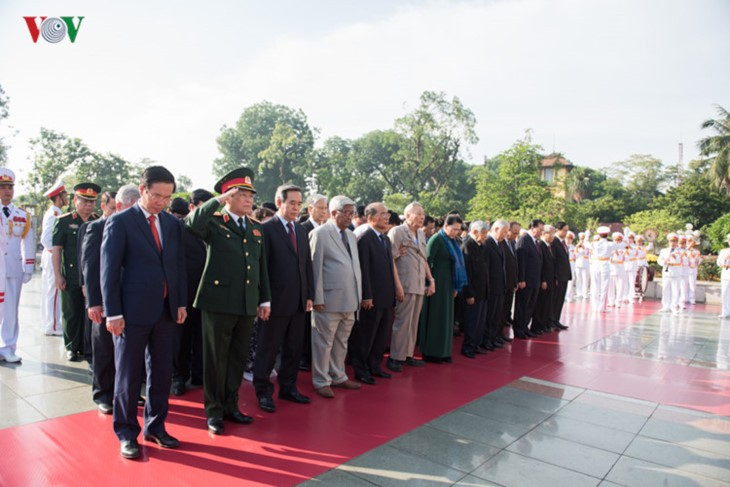 Pemimpin Partai dan Negara Vietnam menghadiri Program Televisi peringatan ultah ke-70 Hari Prajurit Disabilitas dan Martir Vietnam - ảnh 1