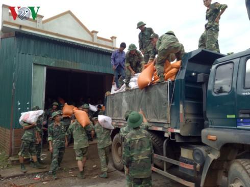 Provinsi Son La menerima barang bantuan dari ASEAN untuk warga di daerah banjir - ảnh 1