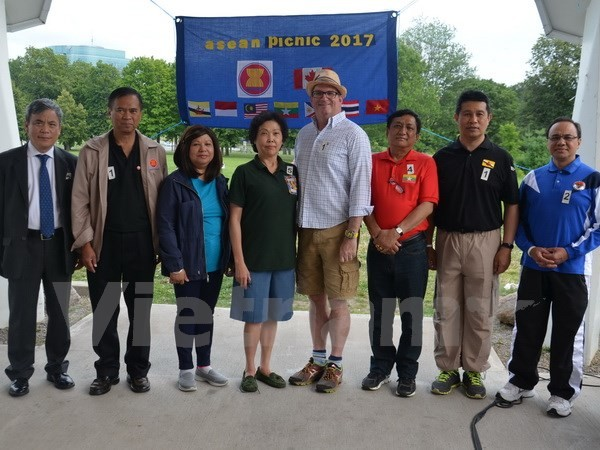 Pesta temu pergaulan olahraga dan kuliner ASEAN di Kanada - ảnh 1
