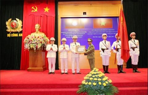Pertemuan sehubungan dengan peringatan ultah ke-72 Pasukan Keamanan Publik Vietnam - ảnh 1