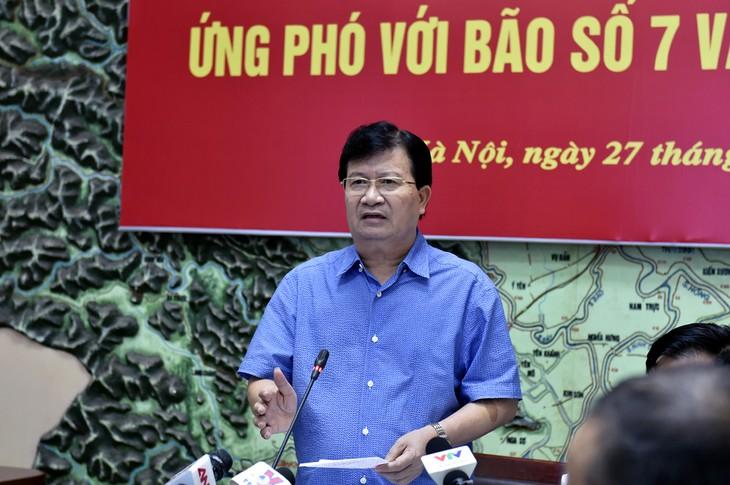 Deputi PM Pemerintah Vietnam, Trinh Dinh Dung memimpin konferensi penghadapan taufan nomor 7, banjir dan hujan pasca taufan - ảnh 1