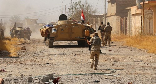 Tentara Irak menyerang IS di Provinsi Deir al-Zour - ảnh 1