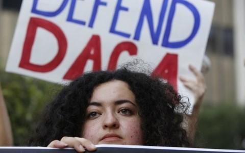 Serentetan negara bagian AS menggugat Pemerintah pimpinan Presiden Donald Trump tentang penghapusan program DACA - ảnh 1