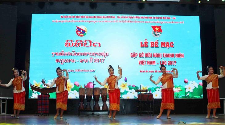 Penutupan pertemuan persahabatan pemuda dua negara Vietnam-Laos tahun 2017 - ảnh 1