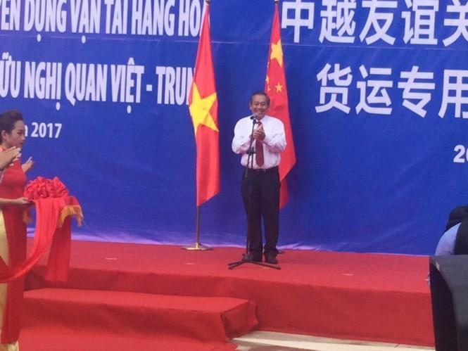 Meresmikan jalur spesialis pengangkutan barang Vietnam-Tiongkok - ảnh 1