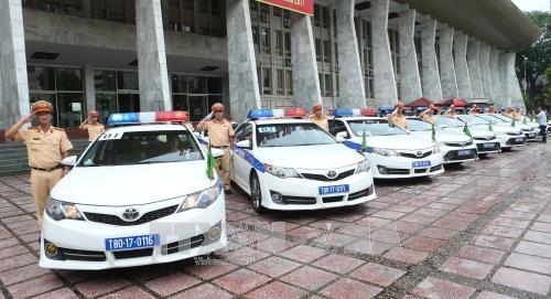 Pasukan polisi lalu lintas melakukan apel pemberangkatan  untuk menjamin  ketertiban  lalu lintas  untuk menjaga Pekan Tingkat Tinggi APEC-2017 - ảnh 1