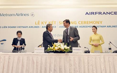 Maskapai Vietnam Airlines dan Air France menandantangani kontrak patungan kerjasama komprehensif - ảnh 1