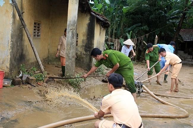 Sesudah taufan, warga di daerah banjir menstabilkan kehidupan dan produksi - ảnh 1