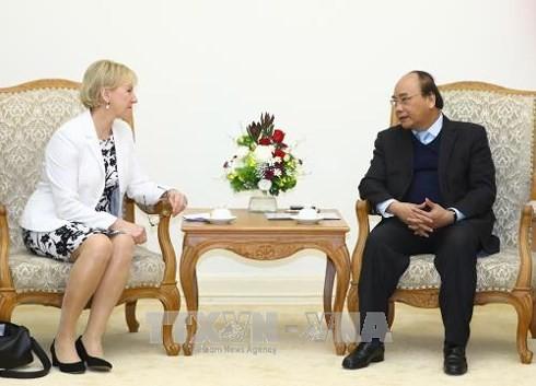 PM Vietnam, Nguyen Xuan Phuc menerima Menlu Swedia - ảnh 1