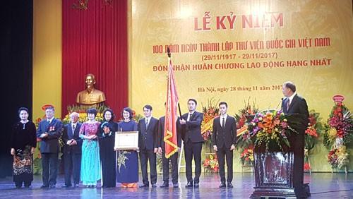 Wapres Vietnam, Dang Thi Ngoc Thinh menghadiri acara peringatan ultah ke-100 Hari berdirinya Perpustakaan Nasional Vietnam - ảnh 1