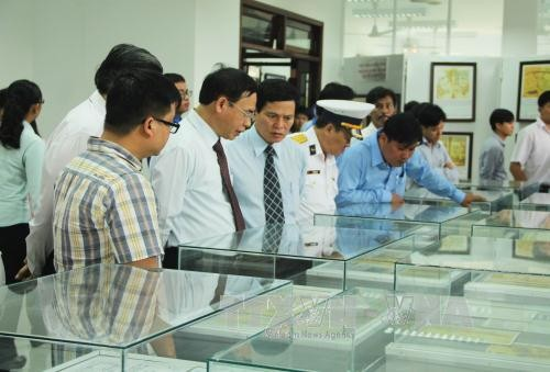 Map exhibition on Vietnam's Hoang Sa and Truong Sa opens in Long An - ảnh 1