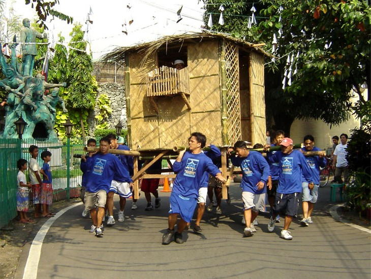 Bayanihan, house-moving tradition of the Philippines  - ảnh 2