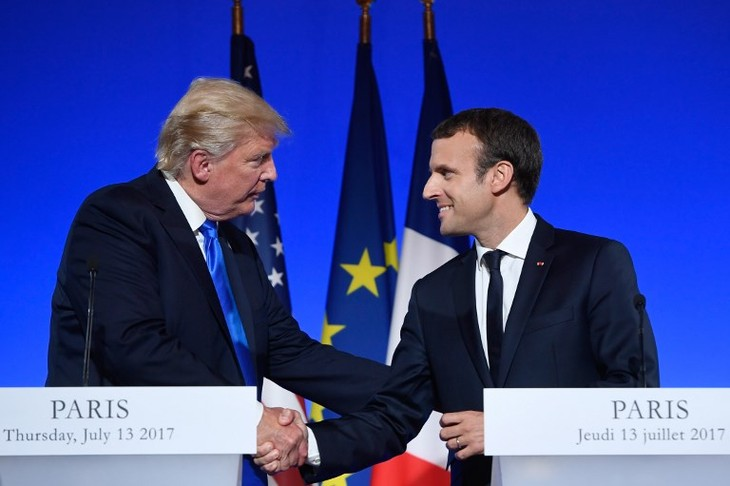 Trump, Macron discuss increasing cooperation in Syria and Iraq - ảnh 1