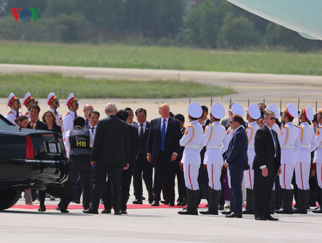 President Donald Trump begins State visit to Vietnam - ảnh 1