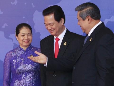 Участие премьер-министра Вьетнама в 19-м саммите АСЕАН - ảnh 1