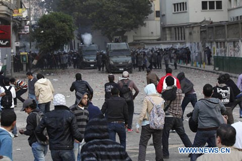 Многие люди получили ранения в столкновениях в Каире - ảnh 1