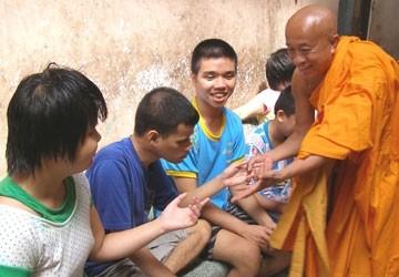 Милосердие буддийского монаха высшего сана Тхить Тхиен Тьеу - ảnh 1