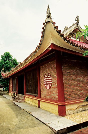 Восстановление традиционного промысла бронзового литья в деревне Дайбай - ảnh 1