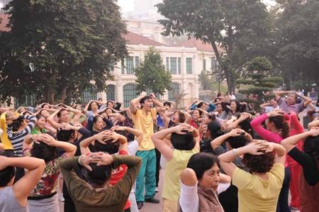 Клуб «Йога улыбки» в Ханое - ảnh 3