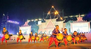 Открылся 5-й Праздник культуры, спорта и туризма народности Кхмер - ảnh 1