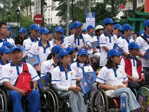 Во Вьетнаме проходит много мероприятий по случаю Международного дня инвалидов - ảnh 1