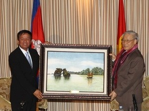 Генеральный секретарь ЦК КПВ Нгуен Фу Чонг продолжает визит в Камбоджу - ảnh 2