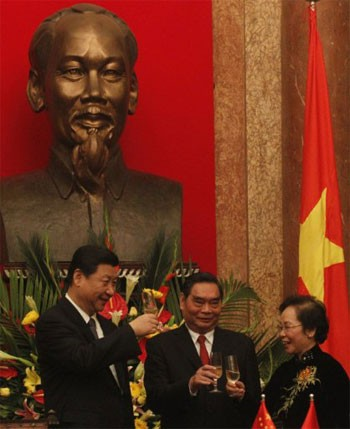 Официальный визит заместителя председателя КНР Си Цзиньпина во Вьетнам - ảnh 1