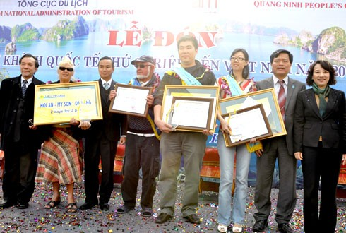 Церемония встречи шестимиллионного иностранного туриста во Вьетнаме - ảnh 1