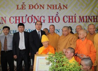 Вице-премьер СРВ Нгуен Тхиен Нян наградил Орденом Хо Ши Мина старших монахов - ảnh 2