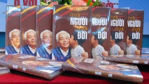 В свет вышла книга о генерале армии Во Нгуен Запе - ảnh 1